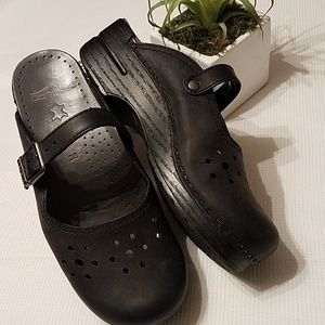 Dansko shoes black leather shoes